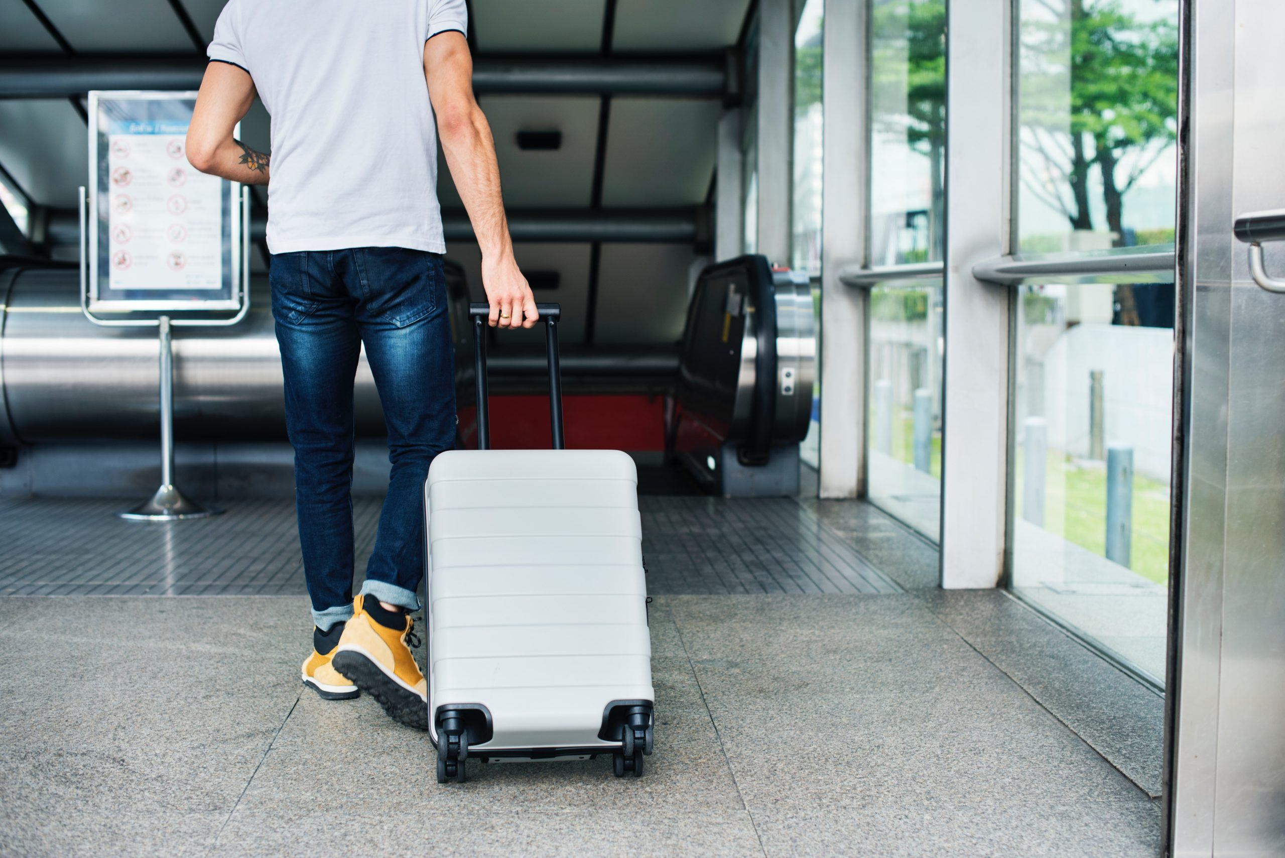 adult airport arriving 1457691 - Hotels In Harare Not Keeping Their Promises? Here Are Five Tips On How To Address It